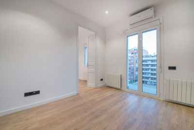 Renovated apartment in Eixample area in Barcelona
